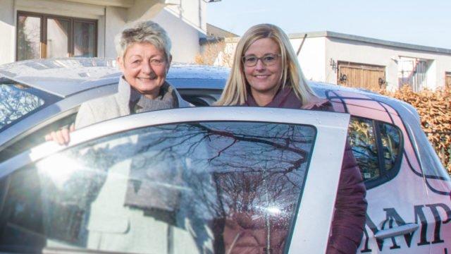 Nach 24 Jahren übergibt Birgit Funke die Leitung des ambulanten Dienstes an ihre bisherige Stellvertreterin Linda Manske - hier bei einem Fototermin im Januar 2019. Foto: SMMP/Ulrich Bock