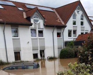 Das Lebenshilfehaus in Sinzig steht am Morgen des 15. Juli unter Wesser. Foto: Lebenshilfe Ahrweiler